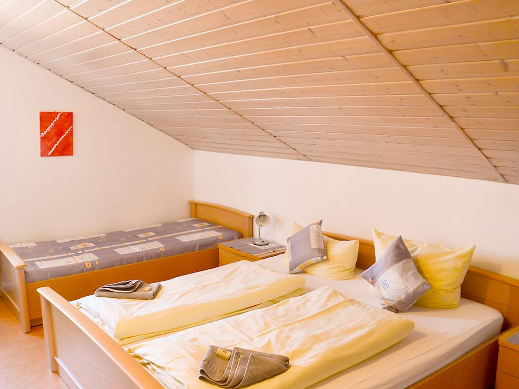 Ferienwohnung Storchennest, Ferienhof Joas in Gerolfingen, Schlafzimmer