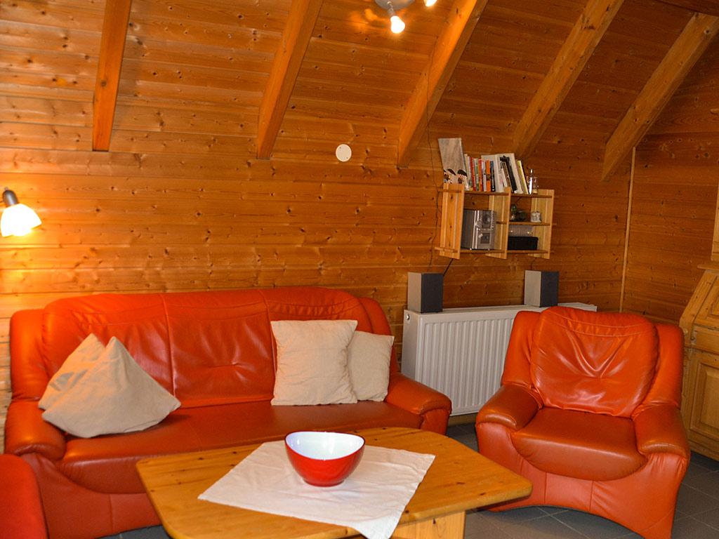 Ferienhaus Amsel, Ferienhof Jobs in Gerolfingen, Wohnbereich mit Sofa