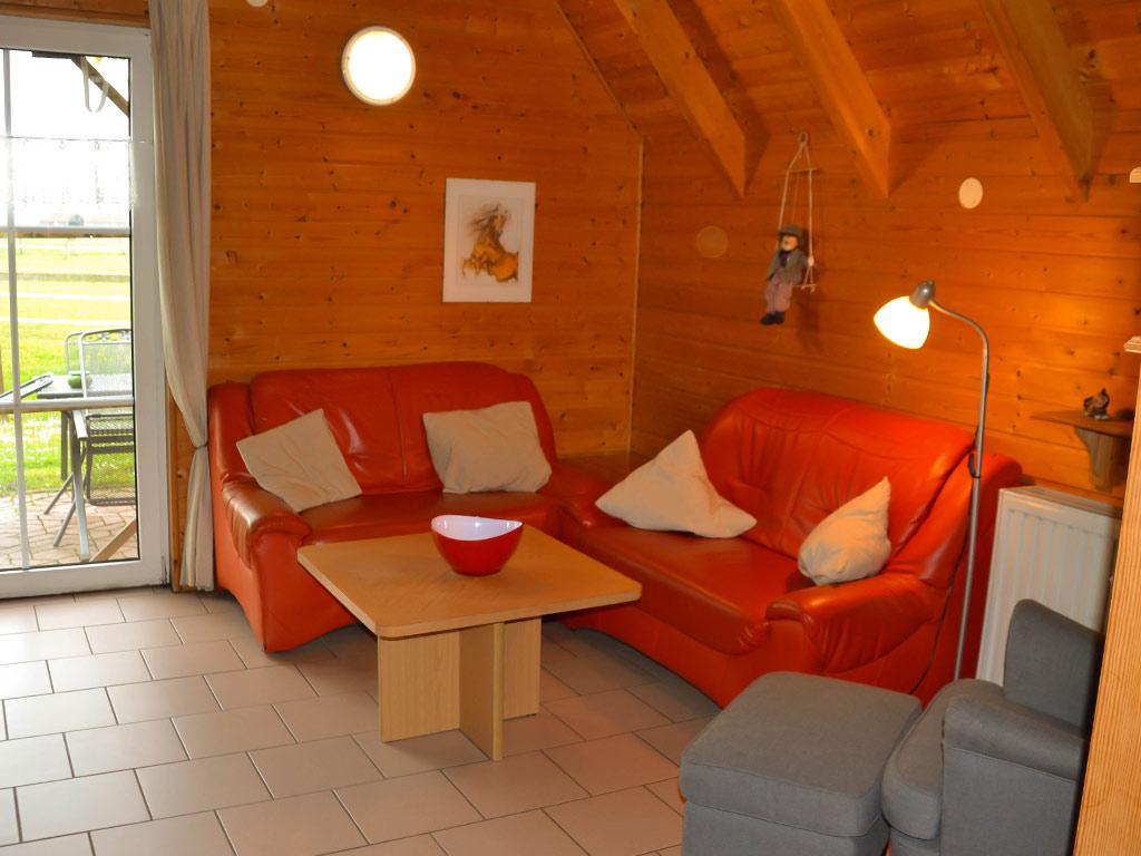 Ferienhaus Fink, Ferienhof Joas in Gerolfingen, Wohnbereich mit Sofa