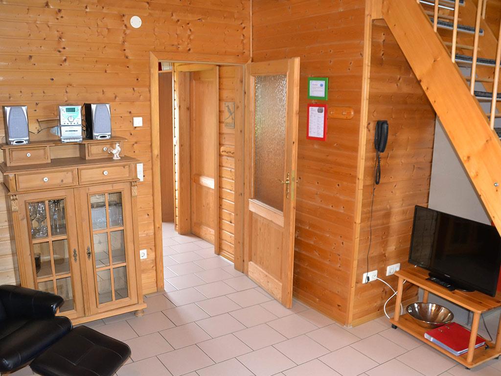Ferienhaus Drossel, Ferienhof Joas in Gerolfingen, Wohnbereich mit Fernseher